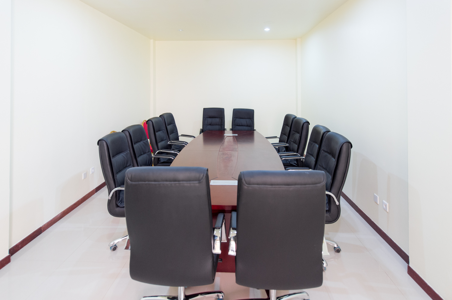 BUSINESS CENTER & CONFERENCE